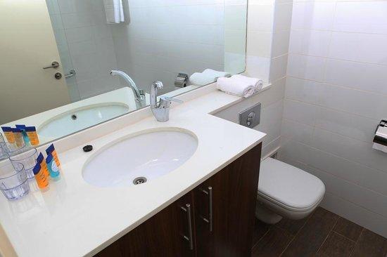 Maris Hotel Haifa: bath