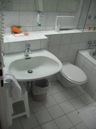 NH Wiesbaden: sink and toilet are designed for short people