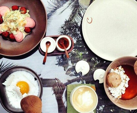 Cuca: Superb delicious desserts. BBQ berry, bali breakfast and monkey bussiness