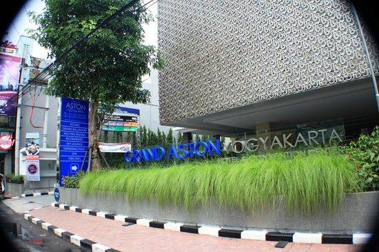 Grand Aston Yogyakarta: Tampak Depan
