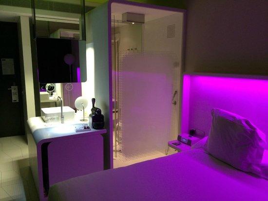 Barcelo Raval: doccia e piano lavabo