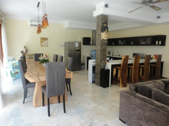 O Villas : kitchen/dining area
