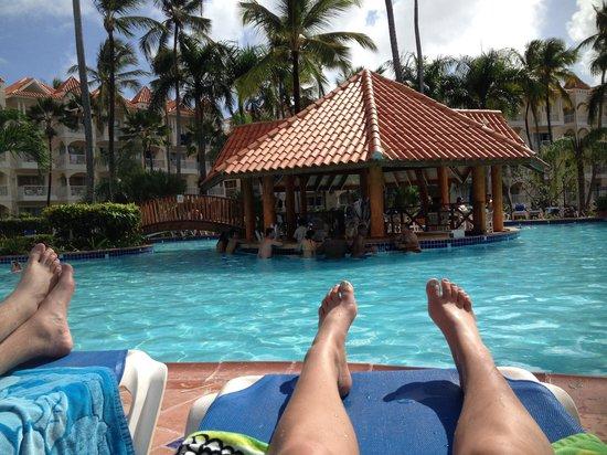 Occidental Caribe: Pool with swim up bar, near buildings 4-6.