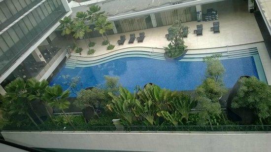 Hilton Bandung: Pool view