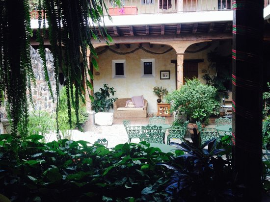 Hotel Meson de Maria: Inside patio