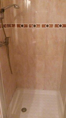 Prince Hotel: Шампунь и мыло положить можно только на пол