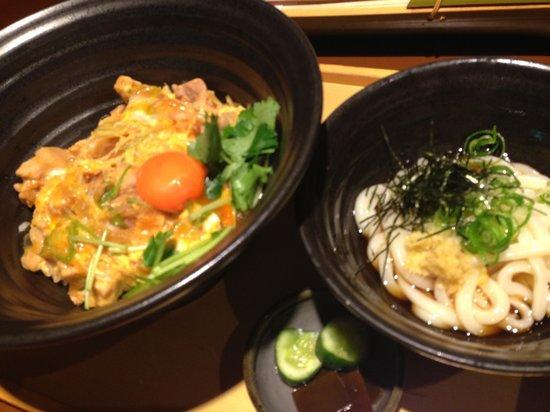 Tsurutontan Soemoncho : 親子丼(うどん付)
