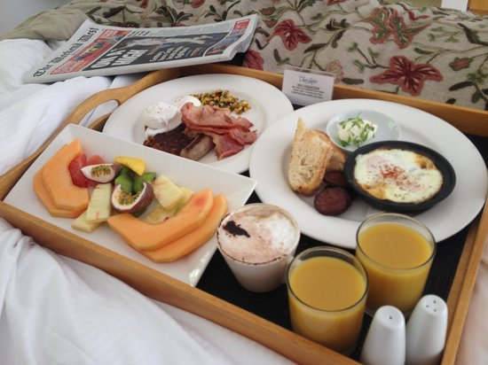 Cape Lodge: Mmmm breakfast in bed :)