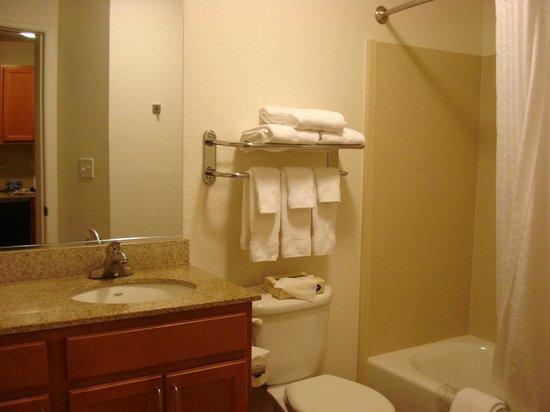 Candlewood Suites Destin-Sandestin : Bathroom