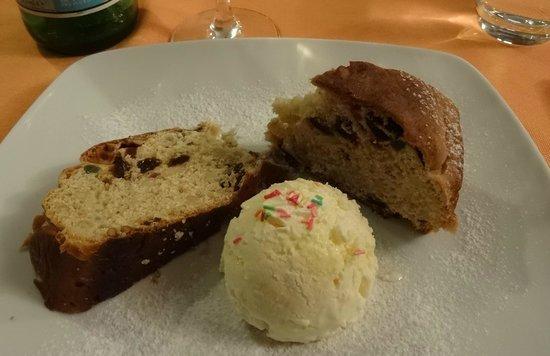 Profumo di ristorante italiano: Nachtisch ital. Kuchen mit Vanilleeis