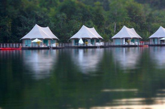 4 Rivers Floating Lodge: Floating lodge