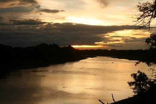 Croc Valley Camp : Sunset over South Luangwe River