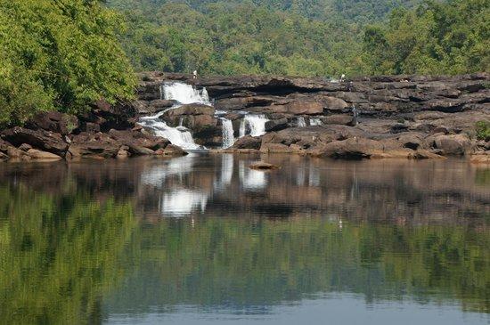 4 Rivers Floating Lodge: Waterfall