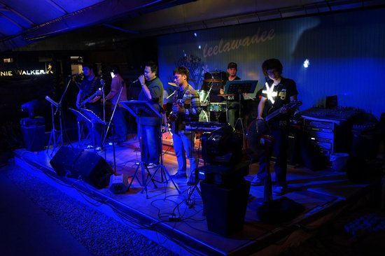 Leelawadee Restaurant Chiangrai: band playing