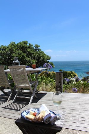 The Boatshed: Complimentary vino & cheese upon arrival...overlooking the view