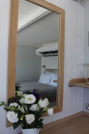The Boatshed : Fresh beautiful flowers & comfy bed