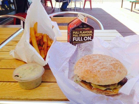 Tathra Seafoods: Plain Hamburger and minimum chips