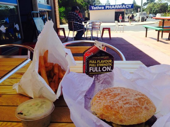 Tathra Seafoods: Ate my lunch outside