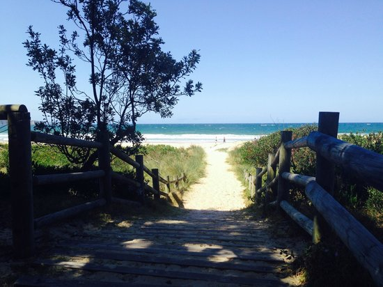 Tathra Seafoods: Entrance to the beach