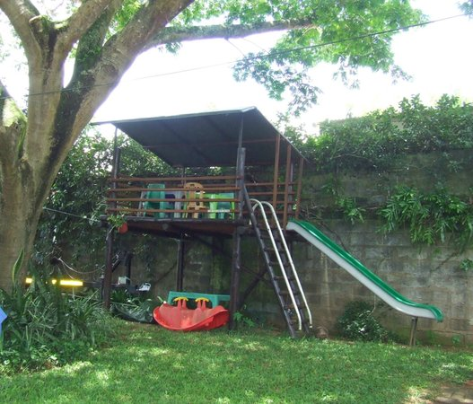 St. Lucia Wilds : Tree House with slide and toys