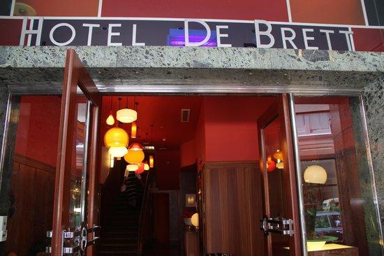 Hotel DeBrett: Front of hotel