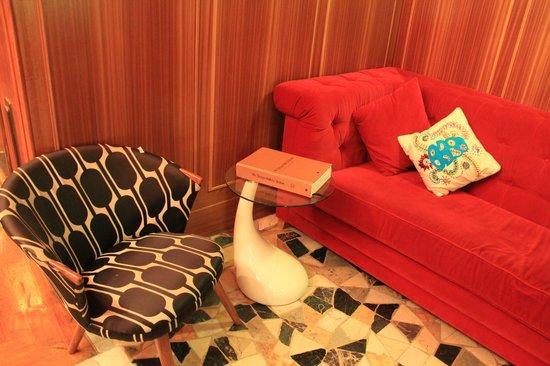 Hotel DeBrett : Lobby sitting area