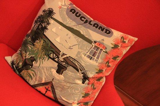 Hotel DeBrett : Pillow in lobby
