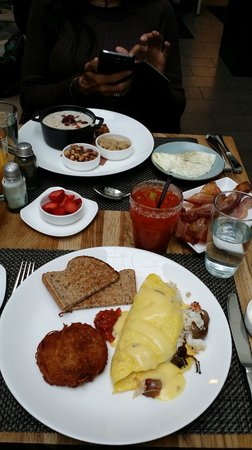 The Nines, a Luxury Collection Hotel, Portland: Breakfast at the Urban Farmer