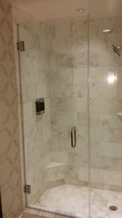 The Nines, a Luxury Collection Hotel, Portland : Shower