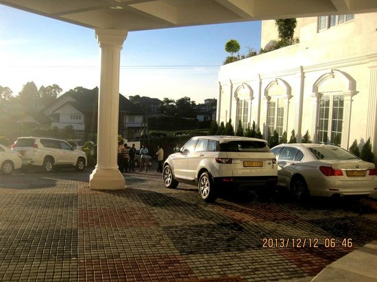 Araliya Green Hills Hotel : Hotel entrance