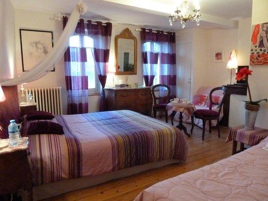 Chambres d'hotes Le Village : chambre prune