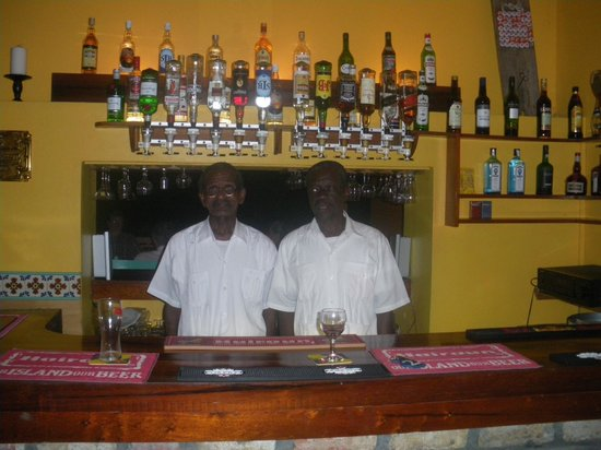 Grand View Beach Hotel: Boycy and Charles at the bar serving at lunch and of course, early G&T's at the pool.