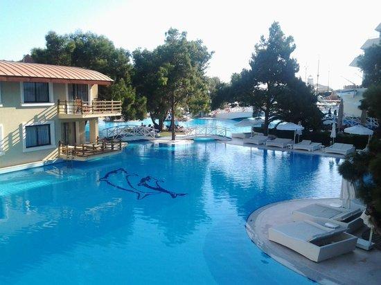 Titanic Beach Lara Hotel: Depuis la terasse de la villa piscine