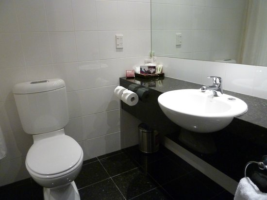 Crowne Plaza Queenstown: Bathroom.