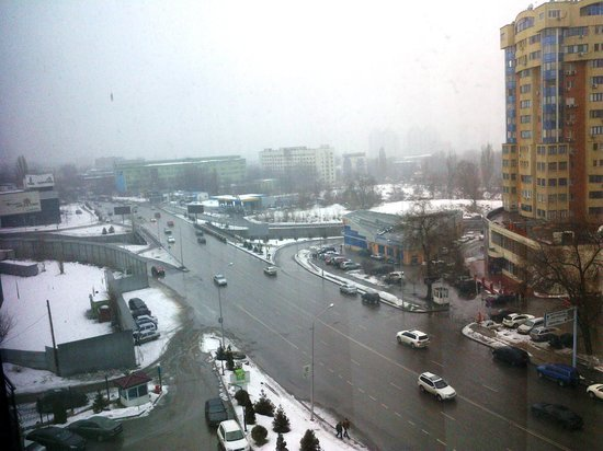 Holiday Inn Almaty: View from the window of a cityview front froom. Other alternative is mountain view.