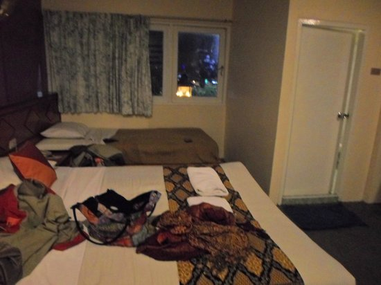 Hotel October: Room for three people (700 THB)