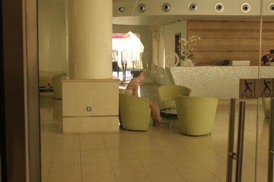 Napa Plaza Hotel: ресепшн