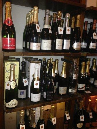 Picone Enoteca: Scaffale Champagne