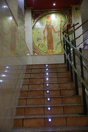 Casual Valencia de las Civilizaciones : Оформление лестницы в хостеле.