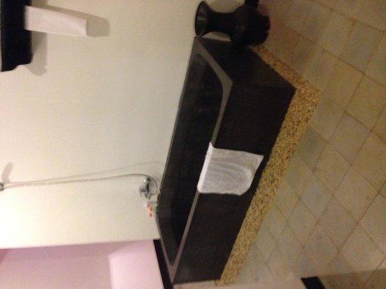 La Niche d'Angkor Boutique Hotel: Hotel bath room 202