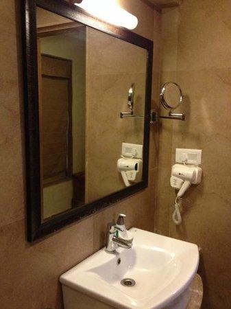 The Fern Gir Forest Resort : Bathroom