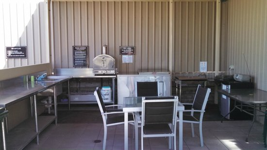 Streaky Bay Motel & Villas: BBQ area, very well appointed