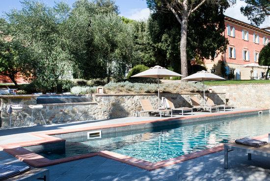 Fontelunga Hotel & Villas : Fontelunga pool & Jacuzzi