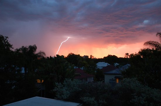 Wellington Apartment Hotel: amazing electrical storm - from balcony