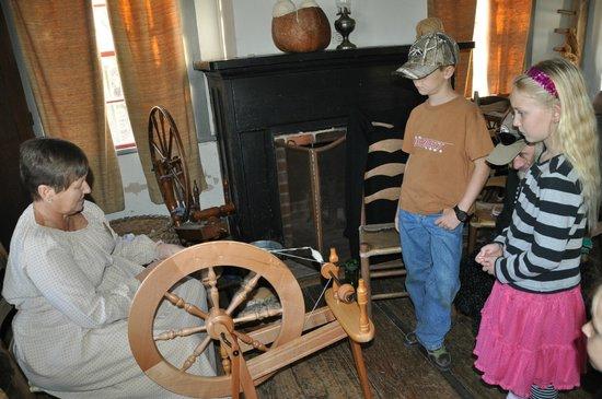 Vermilionville : spinning demo