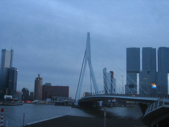 Holiday Inn Express Rotterdam - Central Station : fantastic architure in Rotterdam