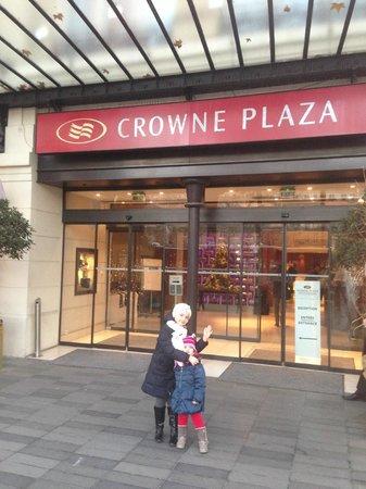 Crowne Plaza Paris Republique: ingresso al Crowne Plaza