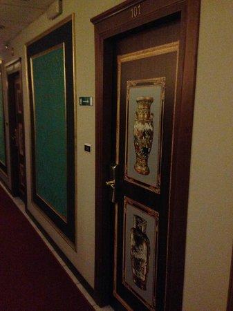 Hotel Villa Romeo: Porte delle camere
