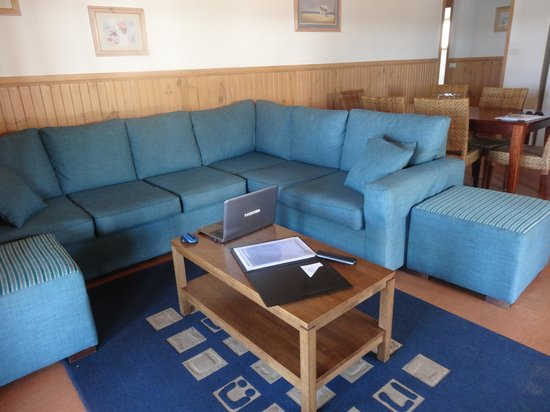 Coachhouse Marina Resort: lounge