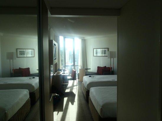Novotel Brisbane: nice bright room